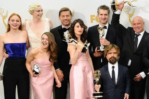 Game of Thrones cast with their Emmy awards (Photo by www.dementesx.com)