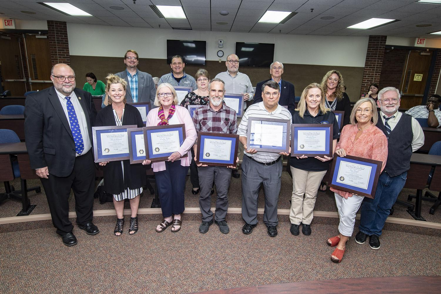 Faculty Senate presents Recognition Awards for Excellence